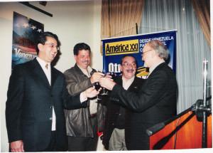 Presentación América XXI en La Paz, 2006 con Miguel Tarazona, Julio Montes y Antonio Peredo