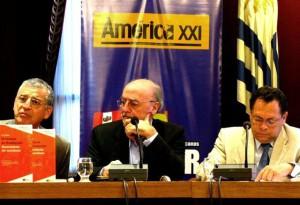 Presntación libro en Montevideo con emb Ec y Ve